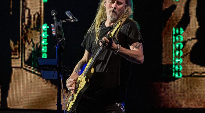 Alice In Chains' Jerry Cantrell announces first solo LP in 18 years, drops first single Atone